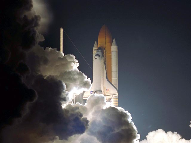 Atlantis / STS-104 Launch wallpaper