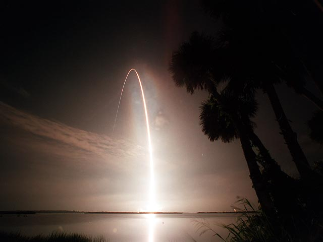 Atlantis / STS-104 Launch Arc wallpaper