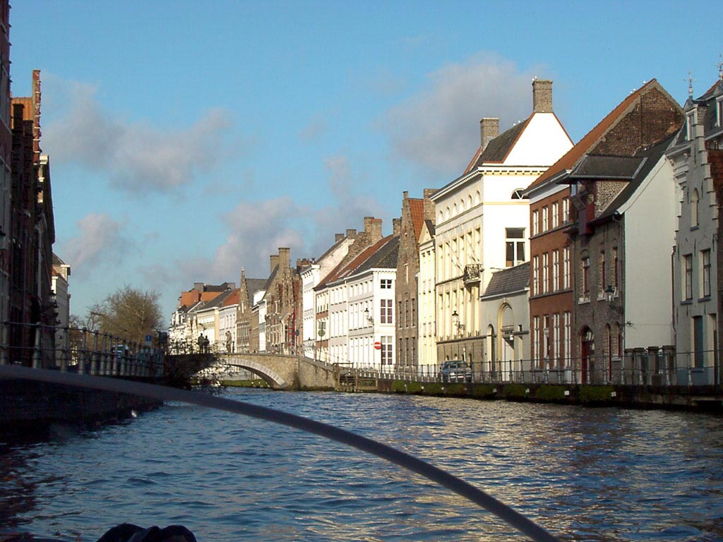 Canal in Brugge wallpaper