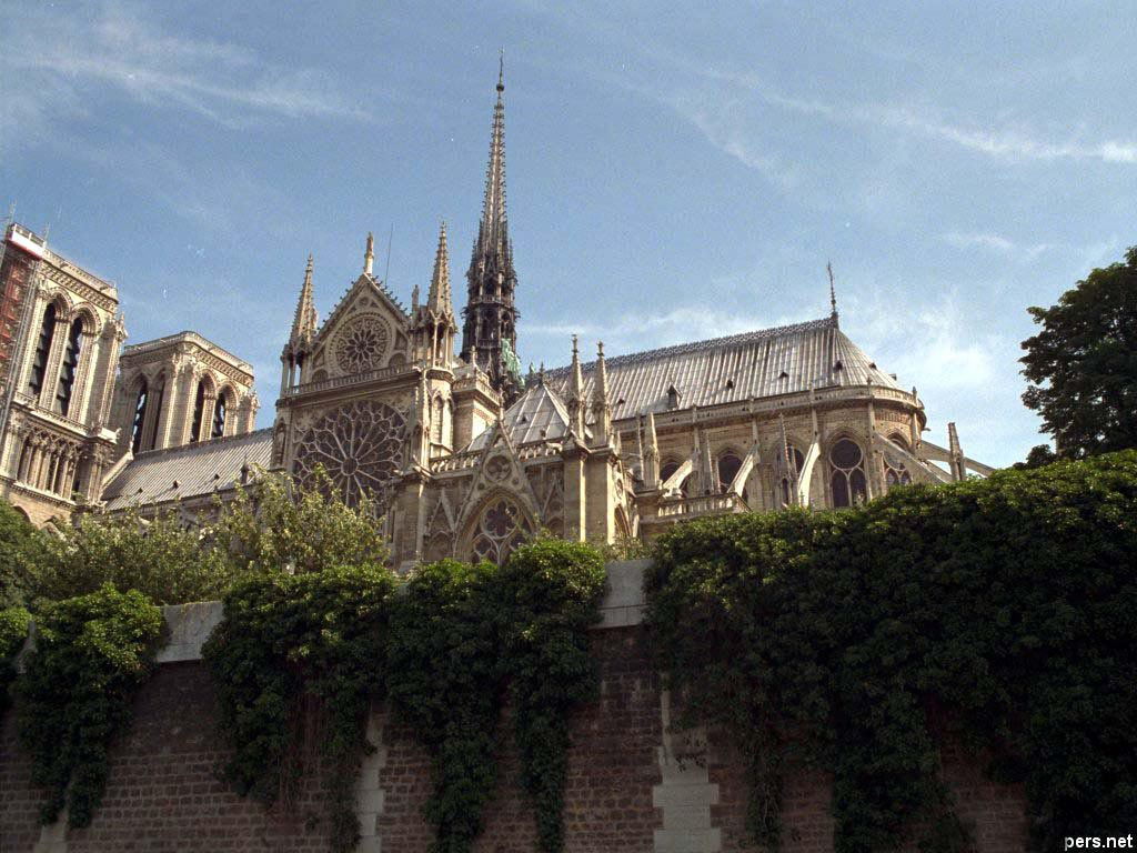 Notre Dame in Paris wallpaper