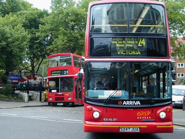 Two London Double Decker Busses wallpaper