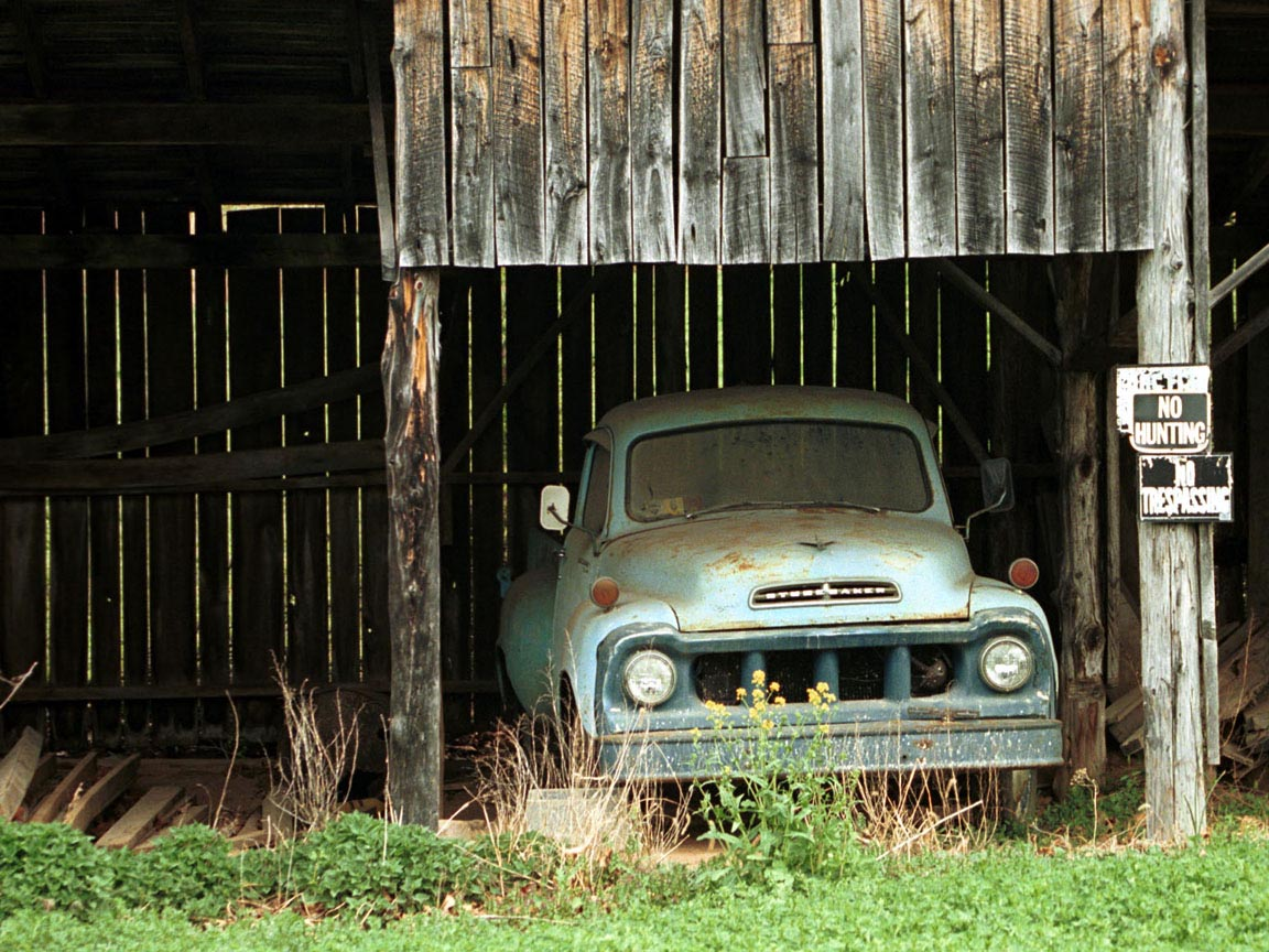 Studebaker in Barn wallpaper